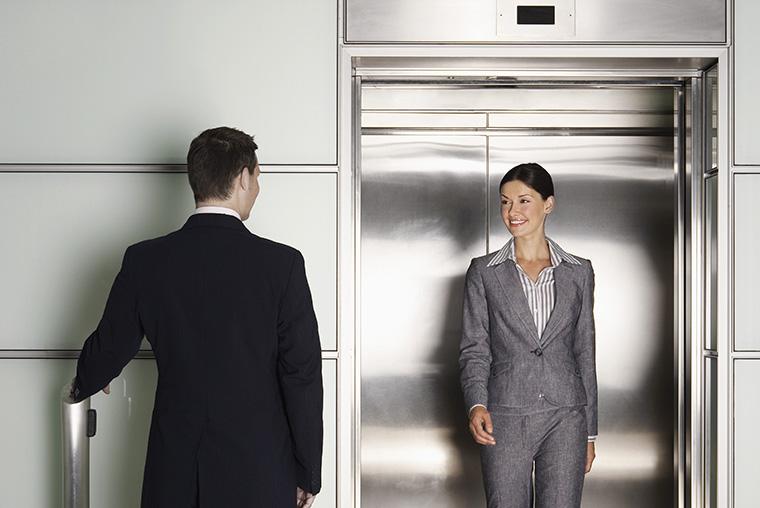 「エレベーター」はイギリス英語で何という?