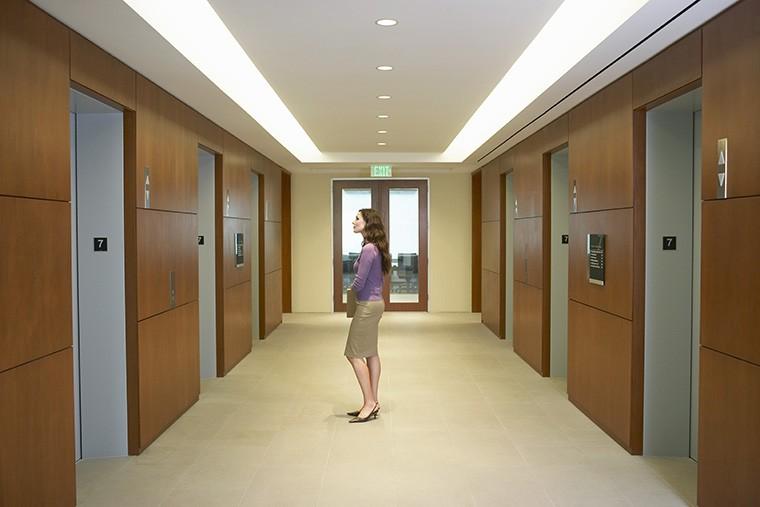 「エレベーター」はイギリス英語で何と言う? 1階、2階のイギリス英語の言い方は?