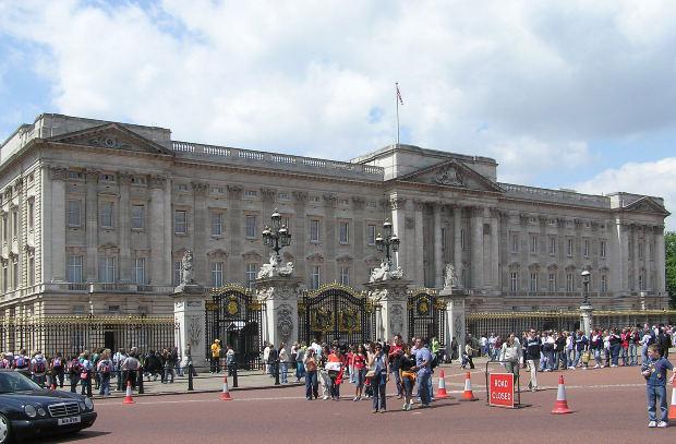 イギリスのロイヤルファミリーウィリアム王子とキャサリンの子供について:世界のリアクション