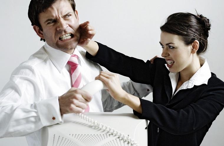イギリス英語の罵り言葉・スラング:「bloody」,「Bloody hell」意味と使い方を徹底解説!