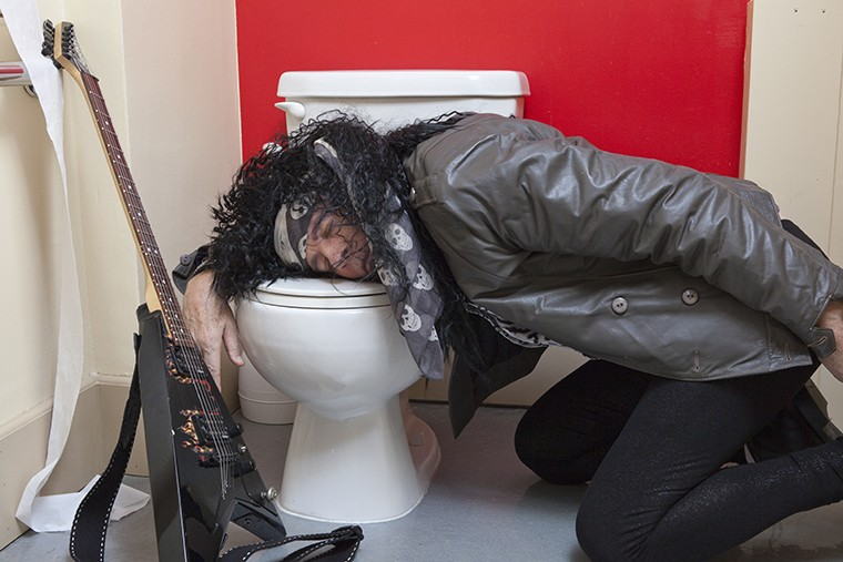 イギリス英語 pissの意味と使い方とは? pissに関連するスラング表現を徹底解説