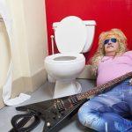 イギリス人よく使うスラング,罵り言葉「piss」の意味とスラングとしての使い方、pissに関連する表現を解説