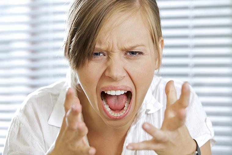 イギリス英語のスラング・罵り言葉で「怒っている」という意味の Piss offの使い方