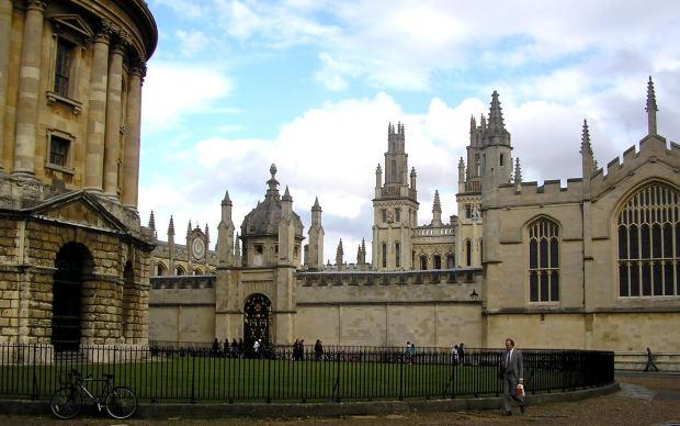 イギリス人がよく使うボキャブラリーとイディオム:「clever」の意味と使い方