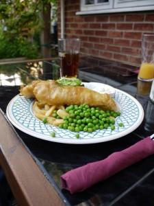 先日行ったイギリスの田舎のグルメパブの写真:Fish and chips