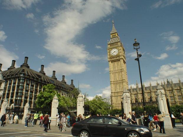イギリス人のイケメン俳優 エディ・レッドメインのインタビューを英語で観ながらリスニング学習しましょう!字幕有り