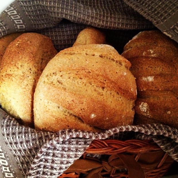 「丸パン」(食パン)はイギリス英語で何と言いますか?イギリスの地方によるパンの言い方の違い