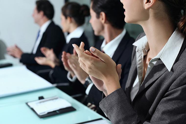 イギリスのビジネスカルチャーと日本のビジネスカルチャーの違いとは? 働き方はどのくらい違う?