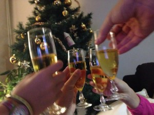 イギリス英語において「Cheers」の様々な使い方