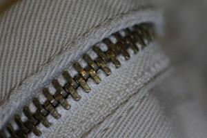 「ズボンの前チャックは空いているよ」は英語で何と言う?