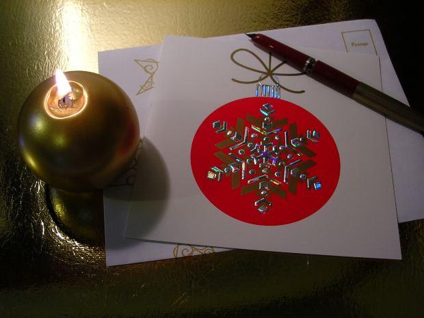 英語でクリスマスカードを書く際のフォーマット、書き方、送り方、役に立つフレーズを紹介
