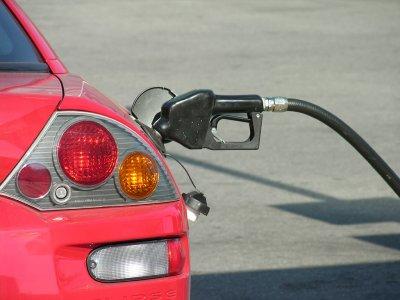 イギリス英語で「ガソリン」や「ガソリンスタンド」は何と言う