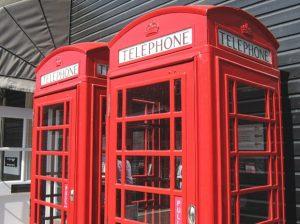 イギリス英語では「電話する」や「電話」は何という?