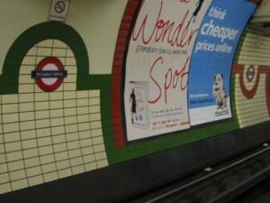 イギリス英語で「地下鉄」は何と言うのでしょうか?