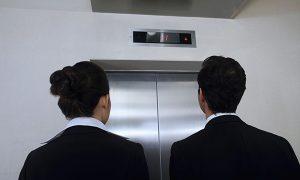 海外でのエレベーターのマナーとエレベーターを乗り降りする時に使える便利な英語表現やフレーズを紹介します!