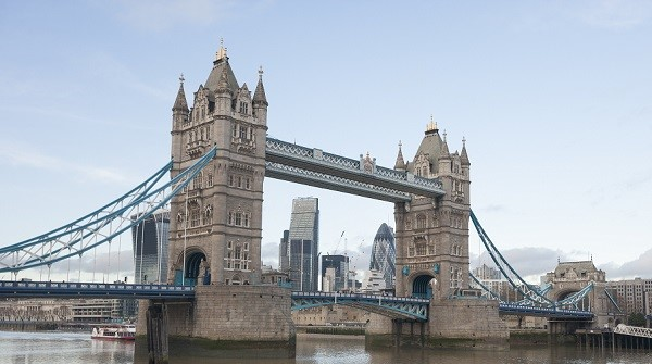 「It's a quite London day」ってどういう意味?「~らしい」や「~っぽい」は英語で何という?