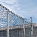 「刑務所」は英語で何というのでしょうか?イギリス英語とアメリカ英語特有のスラングも紹介!