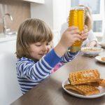 イギリス英語特有の単語「waffle」,「waster」,「wonky」とはどんな意味や使い方がある?