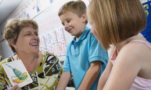英語ネイティブの子供はどうやって語彙と単語のスペルを覚えるの?