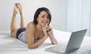 イギリス英語で「女性の下着」という意味になる単語やイディオムを紹介