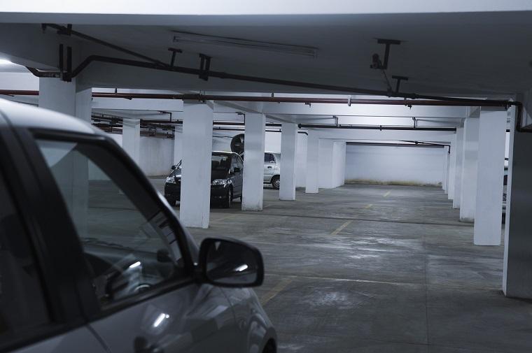 「駐車場」はイギリス英語で何という? イギリス英語とアメリカ英語の違いは?