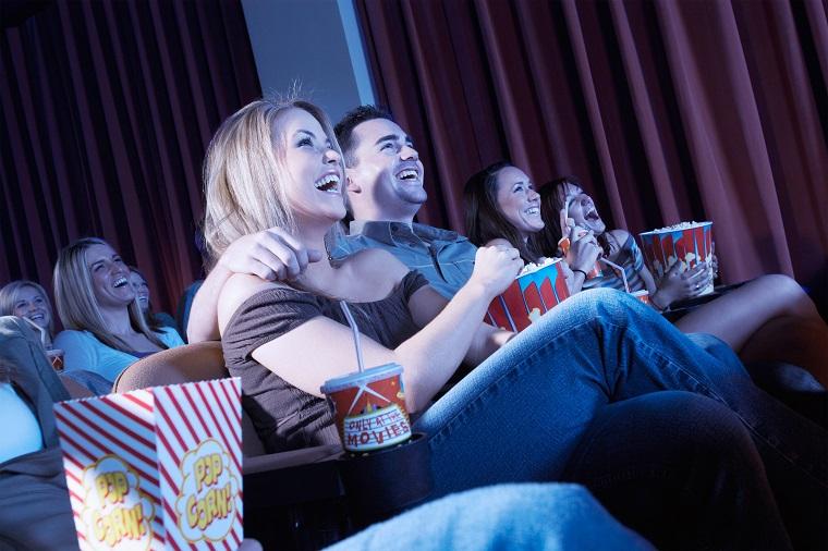 「映画館」はイギリス英語で何と言う? アメリカ英語で映画館の言い方は?