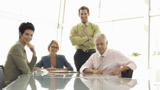 work for、work at、work inの違いは? 使い分けやニュアンスを詳しく解説
